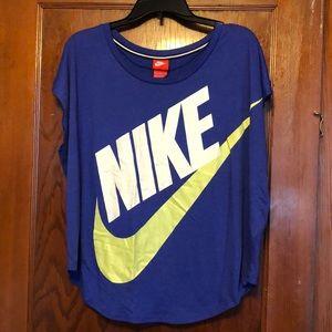 Women's purple Nike top